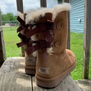 LIKE NEW Bailey bow Chestnut UGG boots